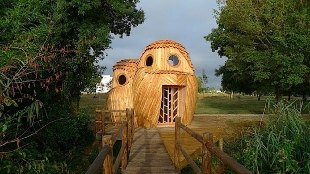 Owl-shaped building