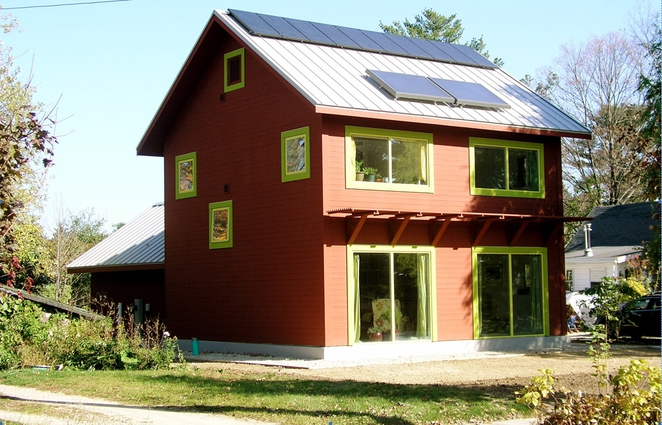www.treehugger.com:green-architecture:wisconsin-passivhaus-demonstrates-how-we-can-live-using-lot-less-space-and-almost-no-energy.html