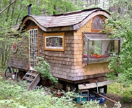 www.inhabitat.com:build-a-gypsy-wagon-in-the-woods-all-it-takes-is-ingenuity-elbow-grease-and-mostly-recycled-components: