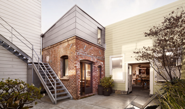 www.gizmodo.com:theres-an-entire-house-crammed-into-this-tiny-98-year-o-1667198380