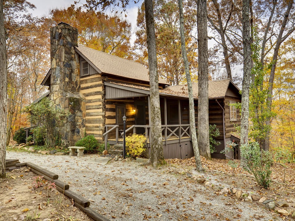 220 year old hand hewn log cabin in columbus north for Pics of small cottages