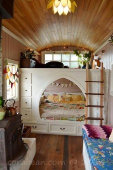 www.tinyhousefor.us:tiny-house-spotlight:couple-transforms-school-bus-into-a-seriously-cozy-home:2