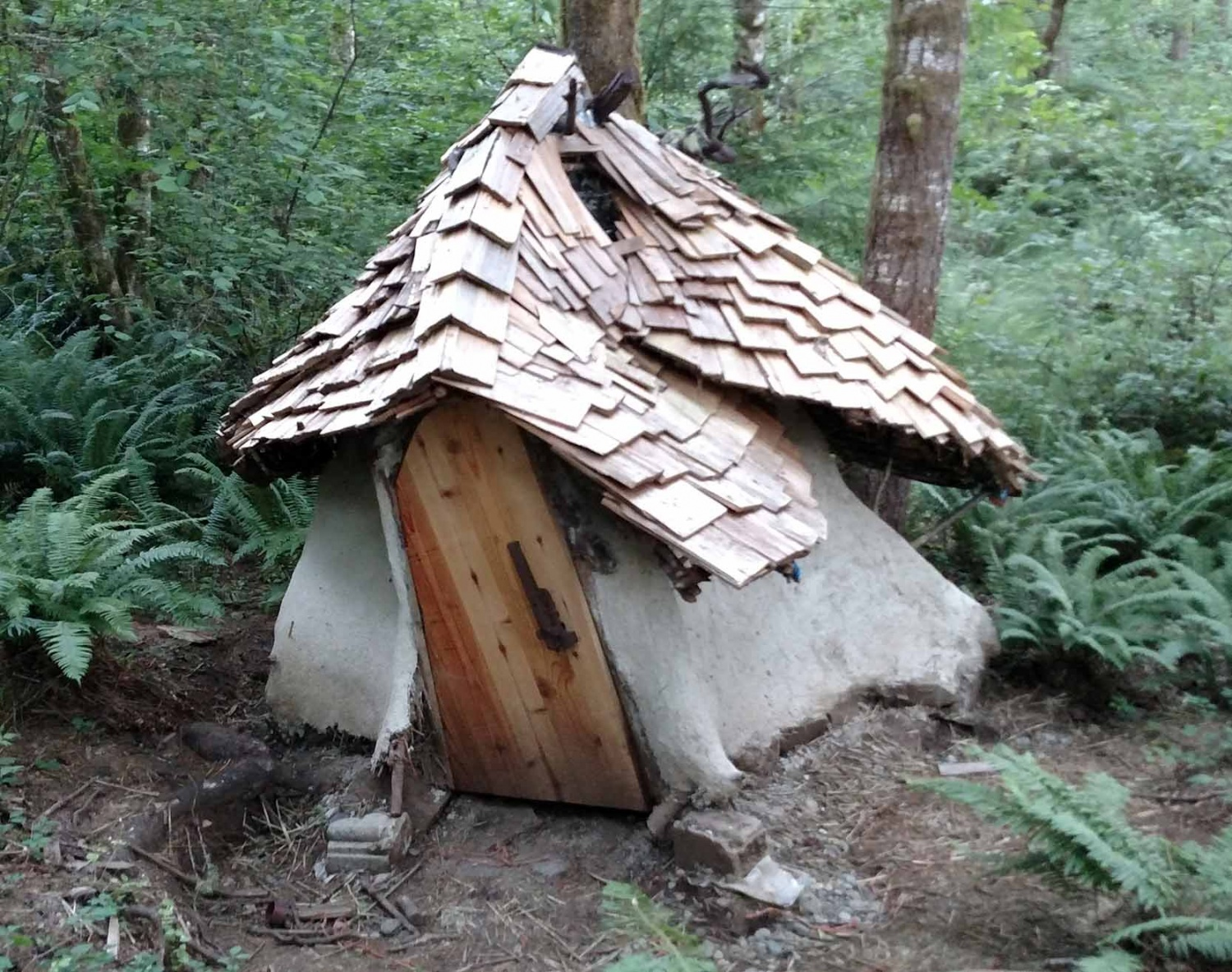 Hobbit House In Tree Stump The Shelter Blog