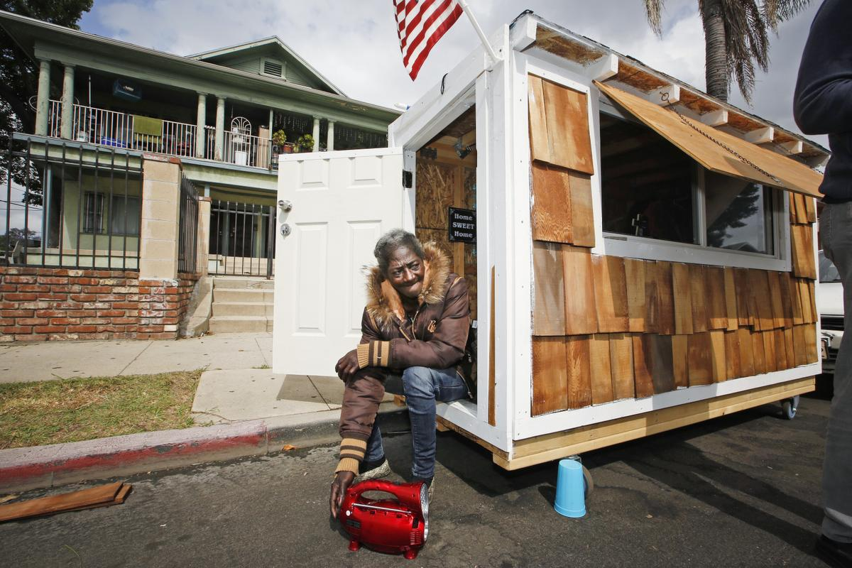 Tiny homes for homeless in oregon and california the shelter blog - Around america in a tiny house ...