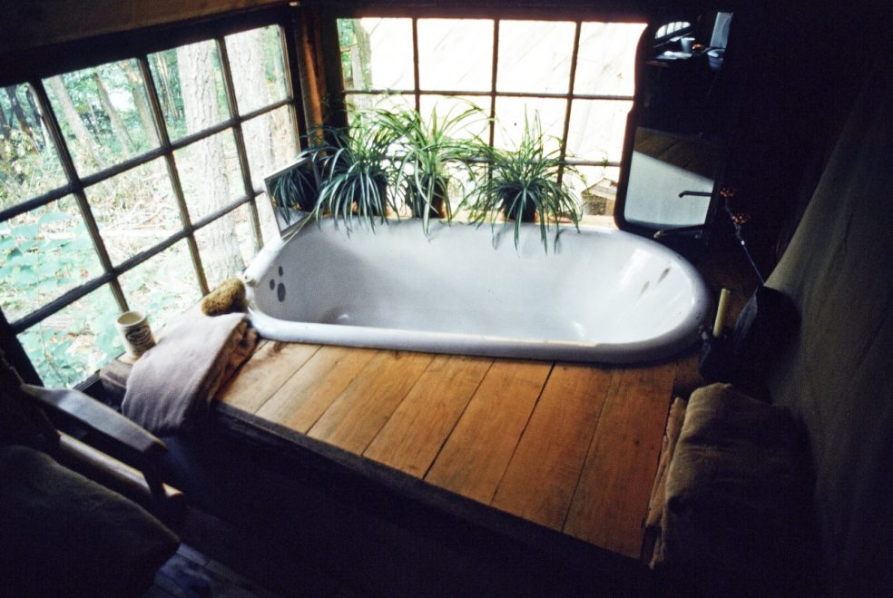 Bathtub with a view, Connecticut Photo by Lloyd Kahn