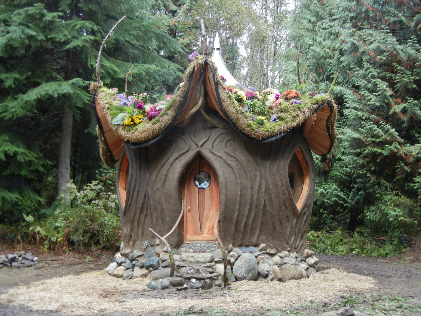 Tiny Home Designs: Earth Dome By SunRay Kelley And Sierra Sander-Hewitt