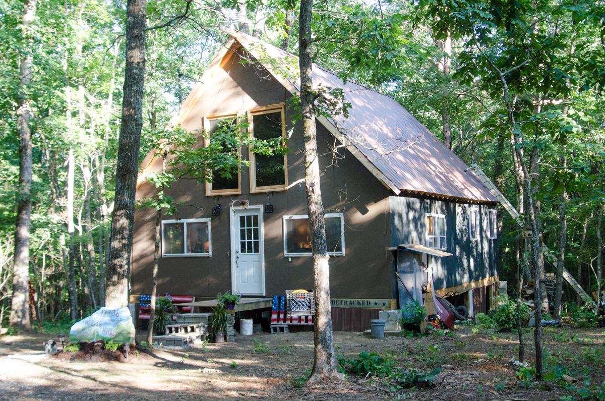 web-tiny-house-outside1641