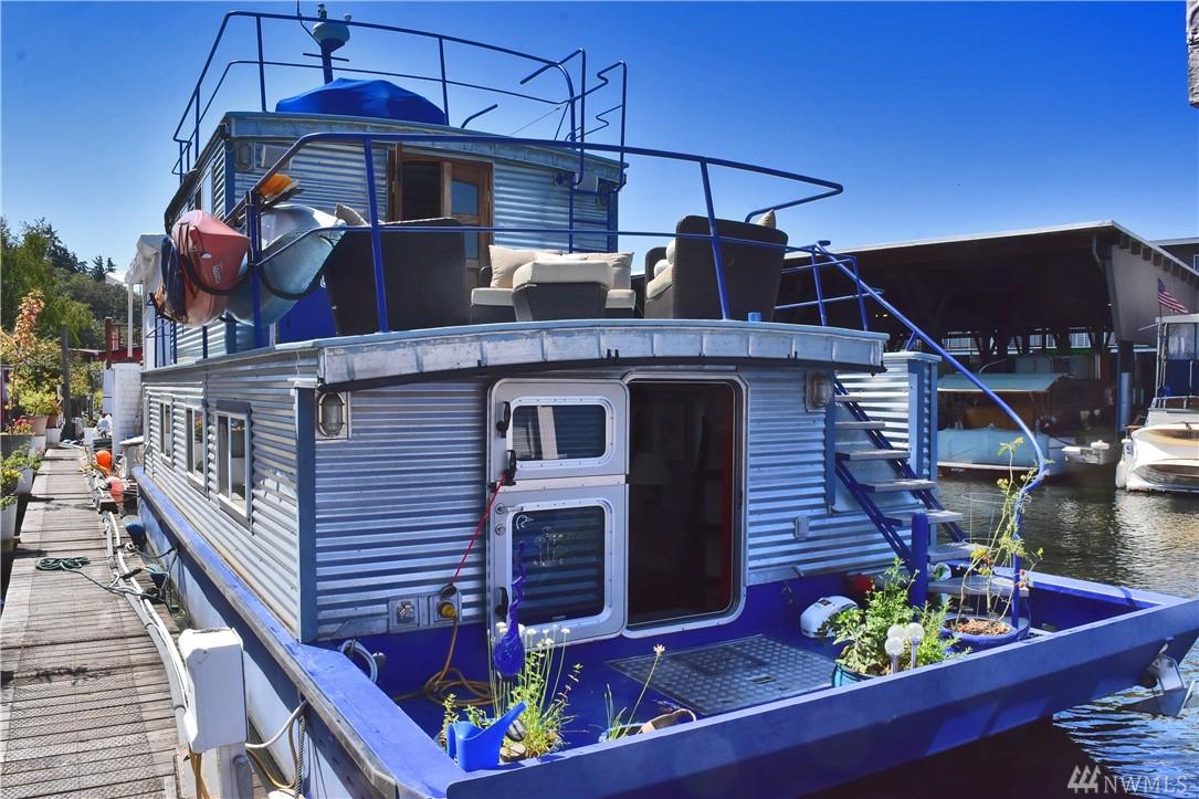 Unknown-1boat