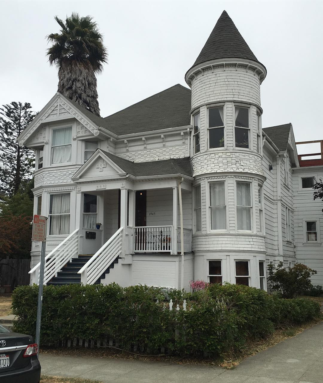 Queen anne style victorian home in berkeley the shelter blog for Queen anne home