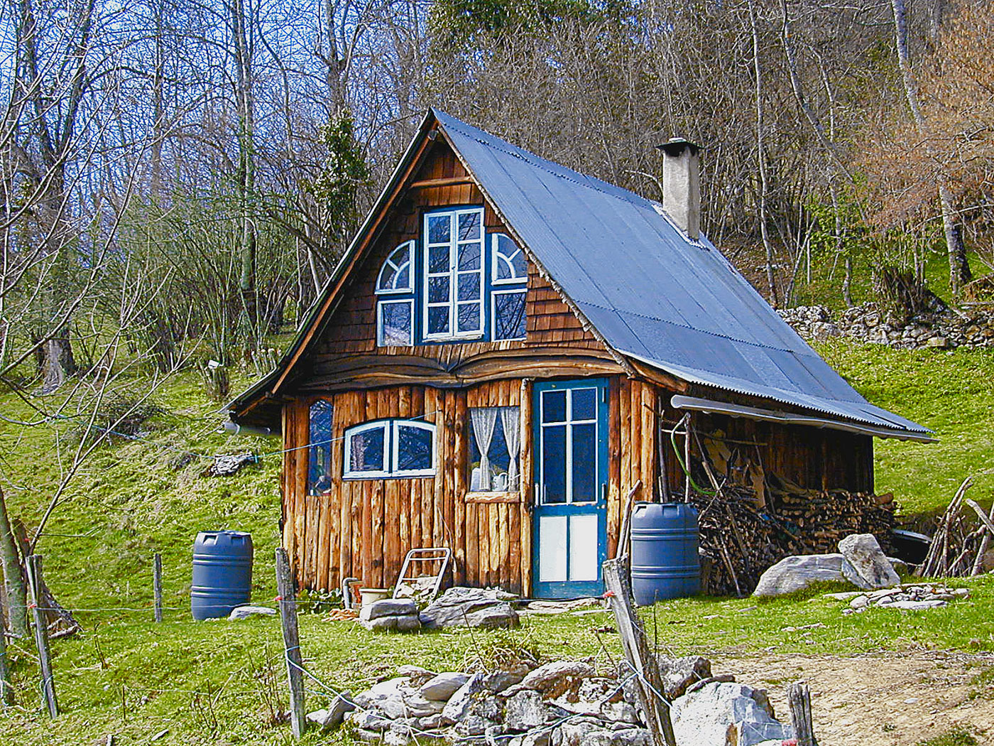 Tiny Home Designs: Cabin In The Mountains Of France